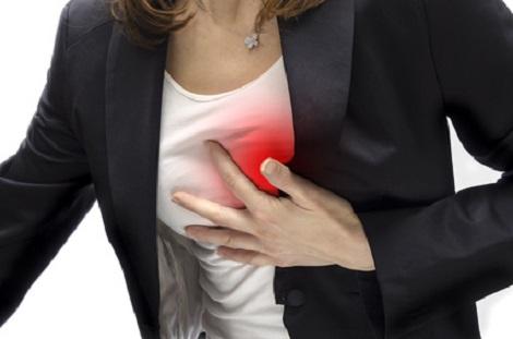 Frau bekommt Herzinfarkt